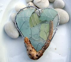 Seagreen, and Sky Blue Beach Glass Heart Suncatcher with Driftwood (except the driftwood looks kind of like a shrimp). Would make nice pendent too. Sea Glass Beach, Sea Glass Art, Sea Glass Jewelry, Mosaic Glass, Mosaic Mirrors, Mosaic Art, Mosaics, Stained Glass, Driftwood Crafts
