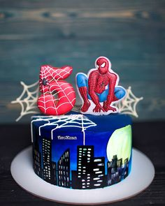 Super hero birthday party for men New Ideas Spiderman Cookies, Spiderman Birthday Cake, Superhero Cake, Pink Party Foods, Cookies And Cream Cake, Cakes For Men, Fancy Cakes, Cake Designs, Amazing Cakes