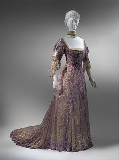 Silk sequined gown by Henriette Favre, Worn by Queen Alexandra of the United Kingdom the year after Queen Victoria's death in keeping with tones of half-mourning. In the collection of the Metropolitan Museum of Art Edwardian Gowns, Edwardian Clothing, Antique Clothing, Historical Clothing, Historical Dress, 1900s Fashion, Edwardian Fashion, Vintage Fashion, Vintage Gowns