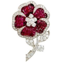 VAN CLEEF ARPELS Diamond and Mystery Set Ruby Flower Brooch ❤ liked on Polyvore featuring jewelry, brooches, ruby jewellery, ruby jewelry, ruby brooch, flower jewelry and flower brooch