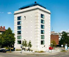 So glamourös kann radikal sein: Mit viel Liebe zum Detail und einer starken Betonsäge holten Immobilienentwickler Stefan Höglmaier und sein Lebenspartner Oscar Loya einen alten Hochbunker auf die Sonnenseite.