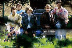 Photo of Colin PETERSEN and Robin GIBB and Maurice GIBB and Barry GIBB and BEE GEES and Vince MELOUNEY; Posed group portrait L-R Barry Gibb, Maurice Gibb, Robin Gibb, Colin Petersen and Vince Melouney