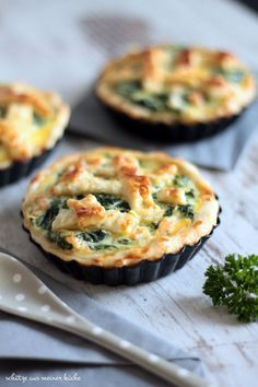 Mini-Quiches mit Spinat & Lachs Mini quiches with spinach & salmon – treasures from my kitchen Treasures from my kitchen Mini Quiches, Vegan Breakfast Recipes, Vegan Snacks, Breakfast Pizza, Salmon Breakfast, Pizza Snacks, Healthy Recipes, Quiche Muffins, Potato Pizza Recipe