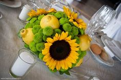 centrotavola con girasoli e limoni