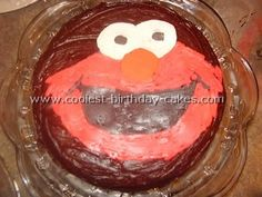 Take a look at the coolest Elmo birthday cakes. You'll also find loads of homemade cake ideas and DIY birthday cake inspiration. Elmo Birthday Cake, Elmo Cake, Cool Birthday Cakes, Homemade Cakes, Homemade Desserts
