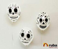 Si eres de la que decora la casa pero al más tradicional estilo mexicano por este 2 de noviembre, te dejamos una idea sencilla en la que solo necesitas globos, marcadores y ¡Mucha imaginación! #DíadeMuertosConRuba Visita la liga para encontrar más ideas para este día festivo http://manualidades.facilisimo.com/blogs/ideas-diy/ideas-para-decoracion-del-dia-de-los-muertos_1214710.html
