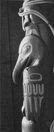 Tlingit totem pole, partial side view with raven, Seattle, Washington, June 1940. :: American Indians of the Pacific Northwest