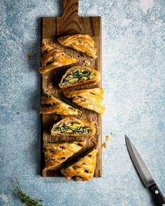 Looking for a savory brunch recipe? Try out my flakey puff pastry breakfast braid stuffed with creamy scrambled eggs, crisp kale, salty bacon, and nutty gruyere cheese. Easy to make and a delicious recipe for your brunch table! Breakfast Puff Pastry, Peach Puff Pastry, Rough Puff Pastry, Puff Pastry Desserts, Puff Pastry Dough, Frozen Puff Pastry, Puff Pastry Sheets, Flaky Pastry, Puff Pastry Recipes
