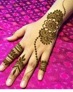 What is a Henna Tattoo? Henna tattoos are becoming very popular, but what precisely are they? Latest Henna Designs, Simple Arabic Mehndi Designs, Finger Henna Designs, Back Hand Mehndi Designs, Henna Art Designs, Mehndi Designs For Beginners, Mehndi Simple, Mehndi Designs For Fingers, Beautiful Henna Designs