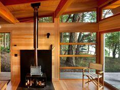 Modern cabin designed by Osburn Clarke in the Gulf Islands of British Columbia. Cabin Plans, House Plans, Ideas De Cabina, Cedar Cabin, Cedar Deck, Tiny House, Off Grid Cabin, Cabin In The Woods, Guest Cabin