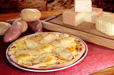 Pizza au maroilles / pizza / La Boîte à Pizza / Fromage Camembert Cheese, Dairy, Food, Gourmet, Pizza, Original Recipe, Meals