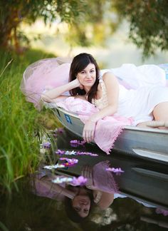 This is such a great picture! I love the water and boats so this would be the perfect senior pic!