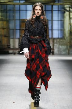 http://www.vogue.com/fashion-shows/fall-2017-menswear/dsquared/slideshow/collection