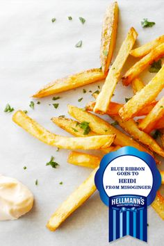 This recipe is like a parallel universe of mayo-awesomeness. Sriracha Recipes, Sriracha Sauce, Parallel Universe, Fat Foods, Appetizer Dips, Mayonnaise, Cooking Tips, Fries, Spicy