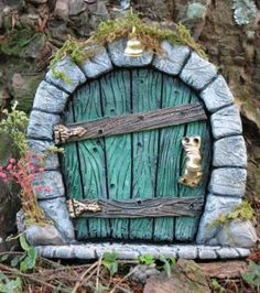 a fairy door #fairygarden #fairydoor http://livedan330.com/2013/06/04/201364diy-how-to-install-a-fairy-door/                                                                                                                                                      Mehr