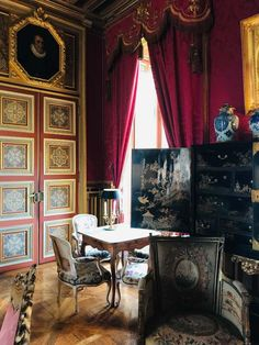 Louis Xiv, European Homes, Urban Apartment, 23 March, Leather Wall, Red Rooms, Billiard Room, Classic Interior, Red Interiors