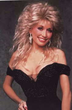 was a TV variety show that ran on ABC during the season featuring Dolly Parton. Guest stars on the show included Bruce Willis, Patti LaBelle, Tom Petty, Tom Selleck, Oprah Winfrey and… Dolly Parton Wigs, Dolly Parton Pictures, Musica Country, Glamour, Big Hair, Beautiful Celebrities, Foto E Video, Curly Hair Styles, Hair Cuts