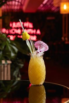 To celebrate world pina colada day, this Cocktail Friday we're whipping up this cocktail from raw seafood bar Hana with their Hana Colada. Cocktail Drinks, Cocktail Recipes, Alcoholic Drinks, Cocktails, Party Drinks, Negroni Recipe, Mojito Recipe, Refreshing Drinks, Yummy Drinks
