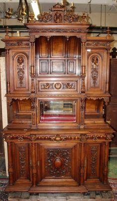 French Renaissance carved walnut buffet : Lot 0161