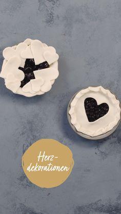Herbstzeit ist auch Pie Zeit! Wenn dir Ideen ausgegangen sind, wie du einen Kuchen dekorieren könntest, dann versuch es mal mit unseren 4 Möglichkeiten! So einfach hast du diese dekoriert! Berry Pie, Versuch, Fondant, Sugar, Cookies, Videos, Desserts, Recipes, Food