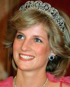 Princess Diana Jewelry, Princess Diana Photos, Princess Diana Family, Princess Of Wales, Spencer Family, Lady Diana Spencer, Queen Elizabeth Jewels, Pitch Perfect, Vogue Australia