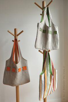 Bonne idée : les petits carrés de toile enduite - dont coupables à cru - pour décorer un sac uni ... ou une jupe ?