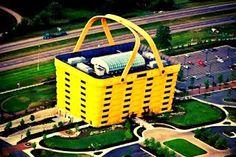 La casa cesta en Estados Unidos El edificio con forma de cesta es la sede de Longaberger Basket Company, una empresa americana situada en Ohio especializada en fabricar cestas de madera de arce hechas a mano. Dave Longaberger, fundador del grupo, ideó este original inmueble basándose en su producto más vendido.
