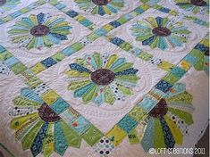 Dresden quilt made with Flea Market Fancy by Denyse Schmidt. by Loft Creations dresden-plate-quilts Dresden Plate Patterns, Dresden Plate Quilts, Quilt Patterns, Patch Quilt, Applique Quilts, Quilt Blocks, Quilting Projects, Quilting Designs, Quilting Ideas