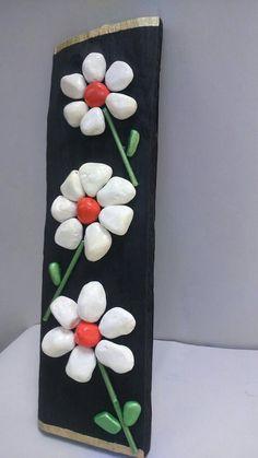 Flowers Handpainted Stones Pebble Art Stone Art by StefArtStone Stone Crafts, Rock Crafts, Arts And Crafts, Diy Crafts, Pista Shell Crafts, Painted Rocks, Hand Painted, Painted Wood, Pebble Art Family