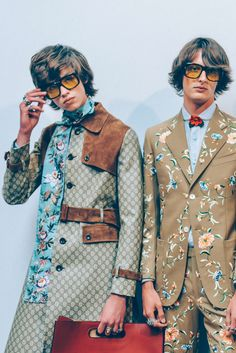 Floral prints- I like the turquoise one on the left: by Gucci Men SS 2016 - Tommy Ton Only Fashion, 70s Fashion, High Fashion, Fashion 2016, Womens Fashion, Milan Fashion, Tommy Ton, Giorgio Armani, Fashion Bubbles
