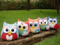 Família coruja Fox Stuffed Animal, Stuffed Animal Patterns, Diy Stuffed Animals, Felt Owls, Felt Animals, Owl Crafts, Diy And Crafts, Owl Sewing Patterns, Animal Cushions