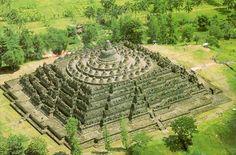 Borobudur temple from above. Source: manajemenproyekindonesia.com