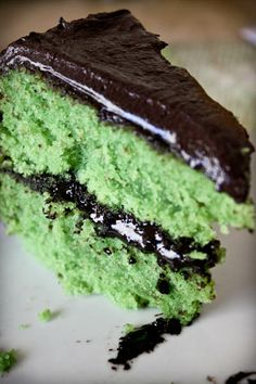 Green monster {Frankenstein} layer cake : http://www.adventures-in-cooking.com/2010/10/monster-cake.html#