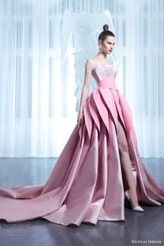 I love this fabulous Haute Couture creation from Lebanese couturier Nicolas Jebran! Over-the-top . Style Couture, Couture Fashion, Runway Fashion, London Fashion, Elegant Dresses, Nice Dresses, Pink Fashion, Fashion Dresses, Fashion Spring