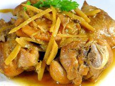 Mách nhỏ các bạn 1 bí quyết nấu gà kho gừng ngon hơn bằng cách thêm chút lá chanh hoặc rượu trắng sẽ dậy mùi thơm của gà lên rất nhiều nhé.