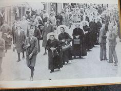 Rond 1930, Processie naar Kevelaer. Nog veel Brabantse poffers uit Nistelrode.  #NoordBrabant