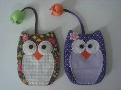 Chaveiro Esconde Chaves em tecido com argola para chaves. R$ 12,00 Hobbies And Crafts, Crafts To Make, Sewing Crafts, Sewing Projects, Felt Owls, Key Pouch, Key Covers, Owl Crafts, Sewing Appliques