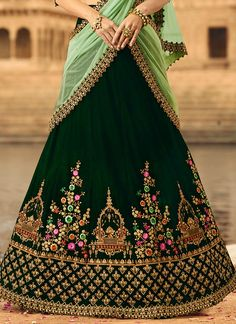 All Ethnic Customization with Hand Embroidery & beautiful Zardosi Art by Expert & Experienced Artist That reflect in Blouse , Lehenga & Sarees Designer creativity that will sunshine You & your Party Worldwide Delivery. Bridal Dupatta, Indian Bridal Lehenga, Indian Bridal Outfits, Indian Gowns, Wedding Outfits, Wedding Dresses, Green Lehenga, Lehenga Choli, Anarkali