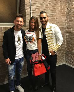 Messi went to Maluma's gig! Messi 10, Messi Team, Messi Logo, Messi Argentina 2018, Maluma Style, Football Players Images, Lionel Messi Family, Soccer, Moda Masculina