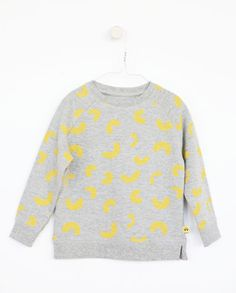 SYVER sweat - Grey - Yellow Cheese Doodles print A collaboration with Vitviu. Cheese Doodle, Grey Yellow, Collaboration, Doodles, Gift Ideas, Sweaters, Gifts, Collection, Fashion