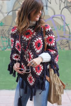 27 enero, 2016 I love this poncho I bought on Ibiza Trendy shop on Crochet Vest Pattern, Granny Square Crochet Pattern, Crochet Blouse, Crochet Scarves, Crochet Shawl, Crochet Clothes, Poncho Outfit, Poncho Shawl, Knitted Poncho