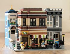 Robin Wallington built Little Street, a city scene with three modular buildings. The block consists of a pretzel shop, pizzeria and residence.