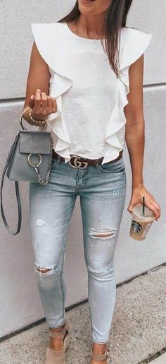 Clothing white shirt, skinny jeans, and sandals. ClothingSource : white shirt, skinny jeans, and sandals. Date Outfits, Dressy Outfits, Fashion Outfits, Work Outfits, Chic Outfits, Jean Outfits, Summer Outfits For Work, Dressy Jeans Outfit, College Outfits