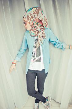 muslim fashion magazine selfdom abaya matched with colorful hijab Muslim Women Fashion, Islamic Fashion, Modest Outfits, Modest Fashion, Fashion Muslimah, Turban, Streetwear, Hijab Outfit, Hijab Wear