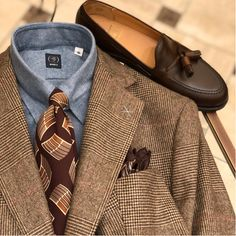 Learn to live in Style. Gentlemans Club, Suit Fashion, Daily Fashion, Brown Sport Coat, Ivy Style, Men's Style, Brown Suits, Classy Men, Gentleman Style
