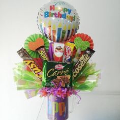 Taza Decorada!! #arreglosconglobos #arreglos #regalos #detalles #amor #amistad #cumpleaños #apure #g - vymaccesoriosyregalos Valentine Day Crafts, Valentines, Chocolate Bouquet, Candy Bouquet, Candy Gifts, Homemade Gifts, Gift Baskets, Diy And Crafts, Balloons