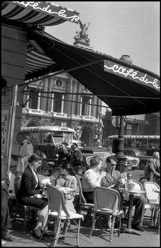 Cafe de la Paix near the Opera House Paris 1958 © The Inge Morath Foundation