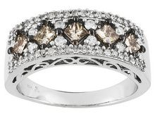 One carat - Princess Champaign & Round Band - sz 5 - Princess champaign and round band size 5 in 10 kt white gold - 1 ctw Filagree design on front and back - new condition (though listed as like new) Beautiful piece for wedding band, engagement, anniversary or special gift item for her. Exquisite Piece. One only.