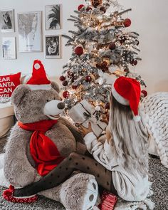Looking for for inspiration for christmas wallpaper?Browse around this site for cool Xmas ideas.May the season bring you happy memories. Christmas Feeling, Cozy Christmas, Christmas Time, Modern Christmas, Country Christmas, Outdoor Christmas, Beautiful Christmas, Christmas Recipes, Christmas Lights