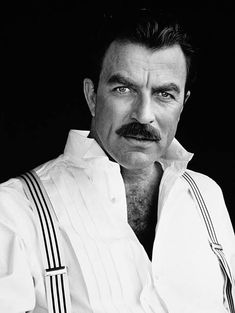 Tom Selleck - this man has become so sexy as he ages Handsome Men Quotes, Handsome Arab Men, Beautiful Women Quotes, Beautiful Tattoos For Women, Strong Woman Tattoos, Men Quotes Funny, Woman Sketch, Actrices Hollywood, Sam Elliott